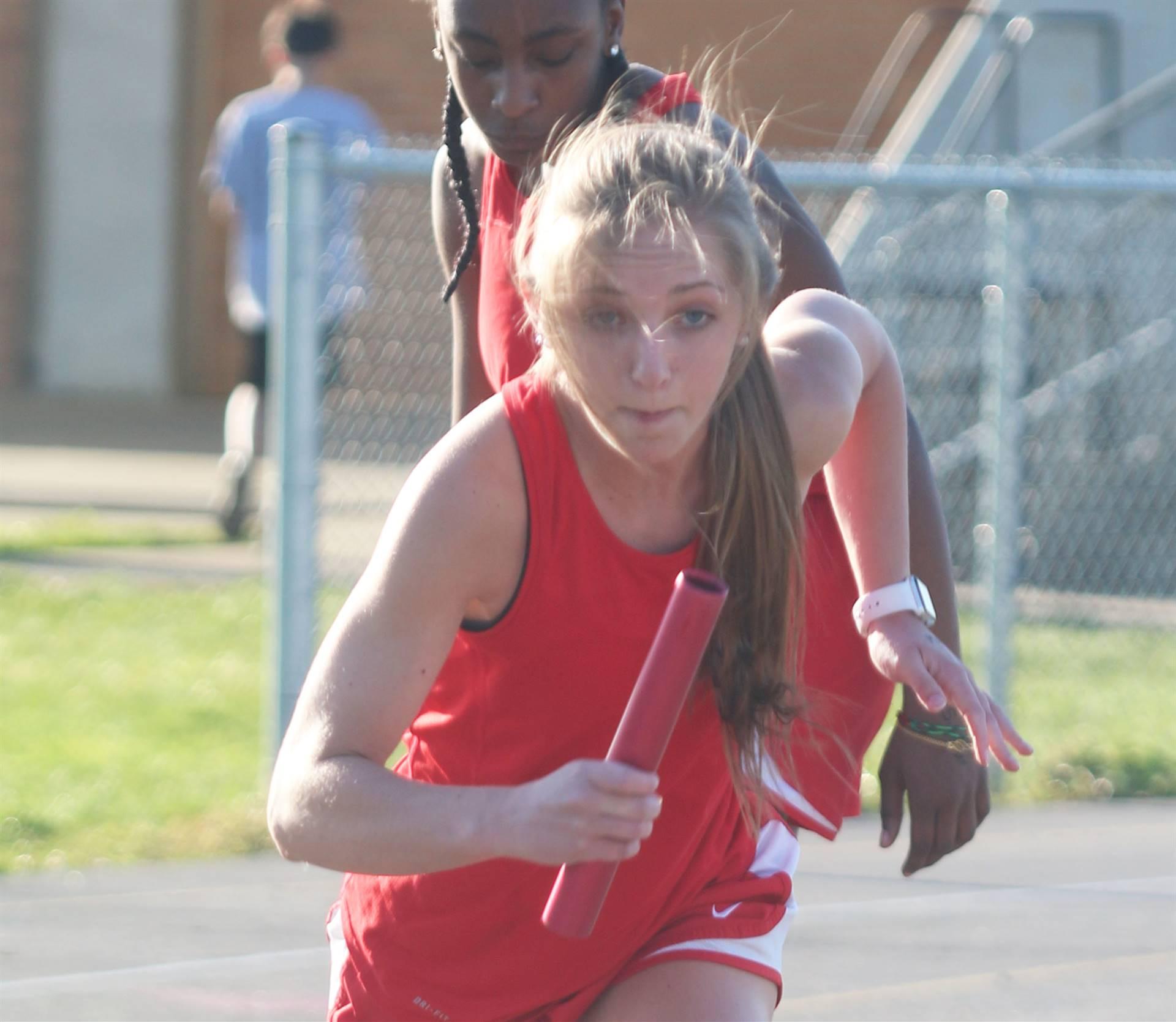 track relay runner